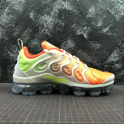 Cheap Wholesale Nike Womens Air Vapormax Plus AO4550-003 White Light Menta Blanc Menthe Claire Blanc - www.wholesaleflyknit.com