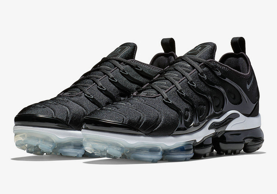 Wholesale Nike Vapormax Plus In A Simple Black White Colorway-www.wholesaleflyknit.com